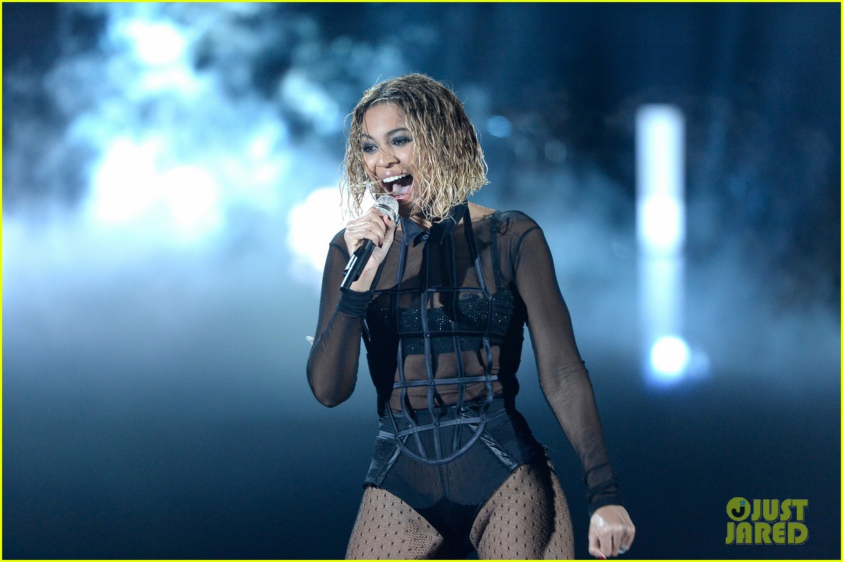 beyonce jay z drunk in love at grammys 2014 watch now 173041199