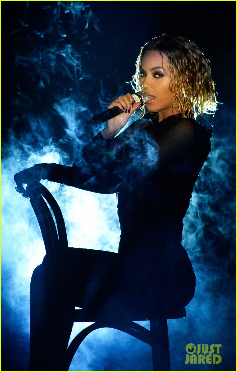 beyonce jay z drunk in love at grammys 2014 watch now 19