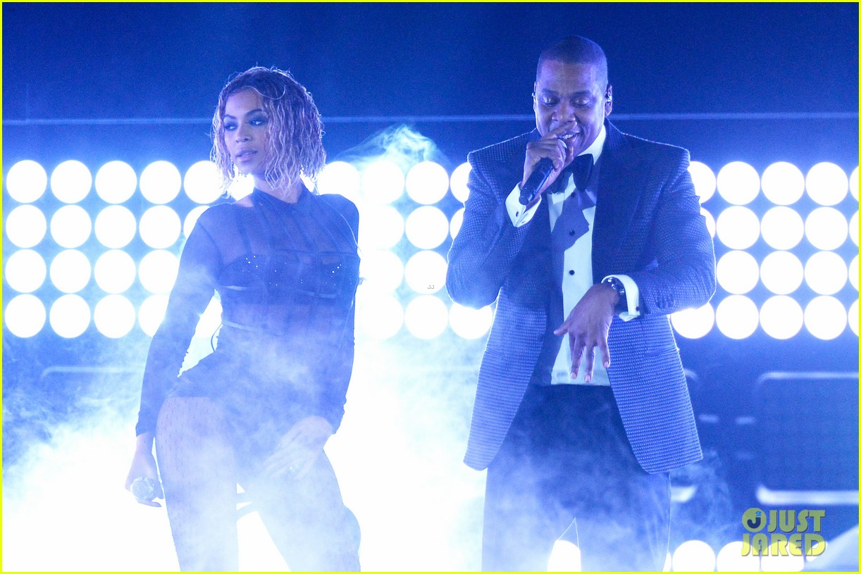 beyonce jay z drunk in love at grammys 2014 watch now 203041202