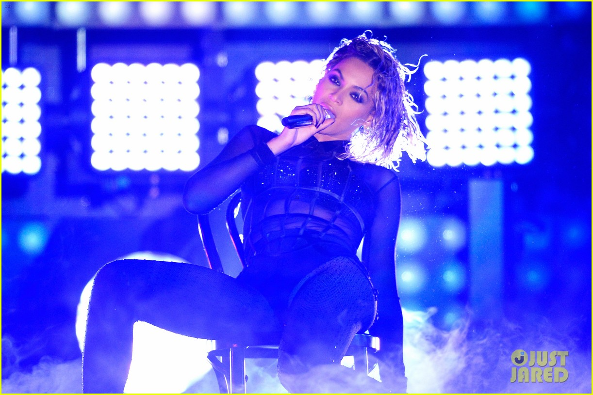 beyonce jay z drunk in love at grammys 2014 watch now 223041204