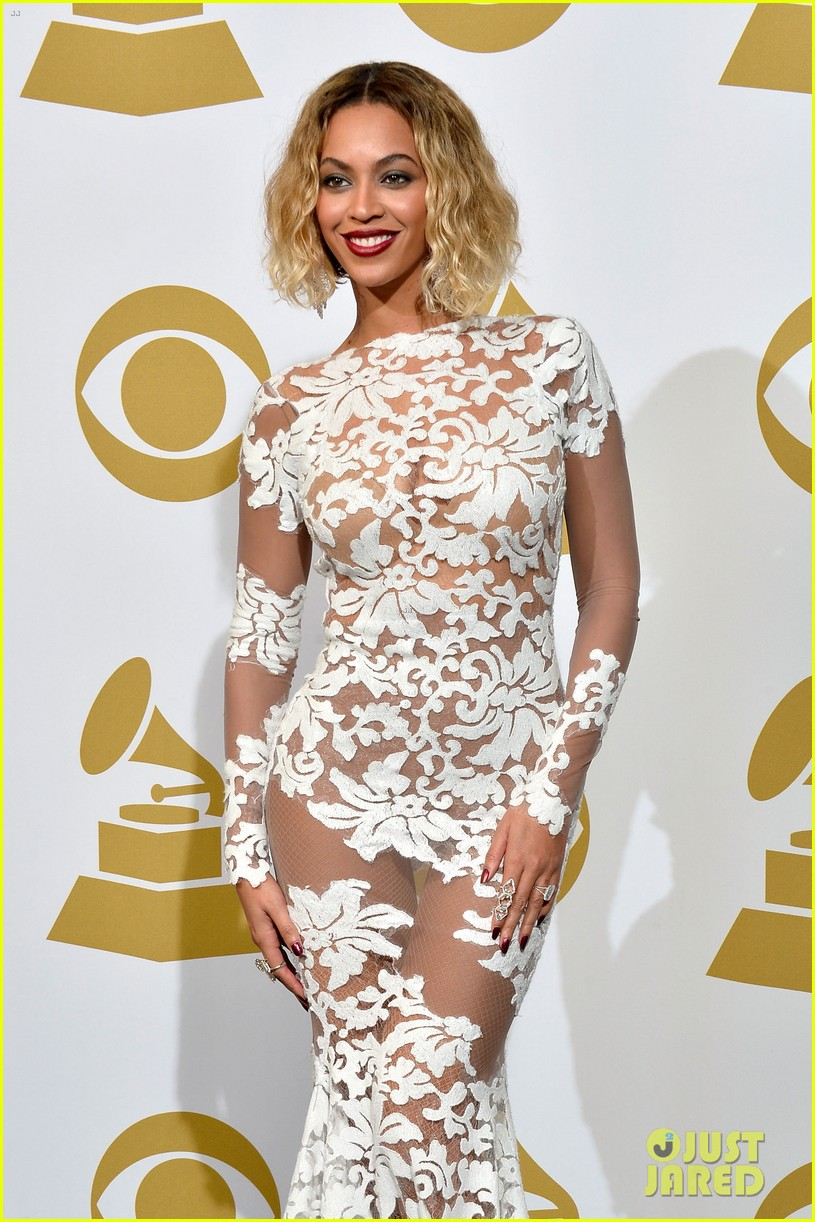 beyonce wears sexy sheer white dress at grammys 2014 15