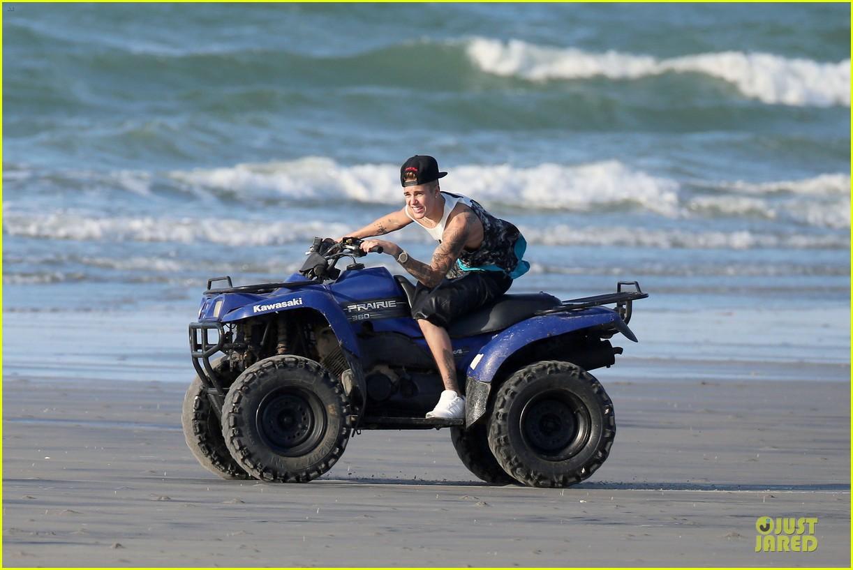 justin bieber atv beach fun with chantel jefferies watching 013042278