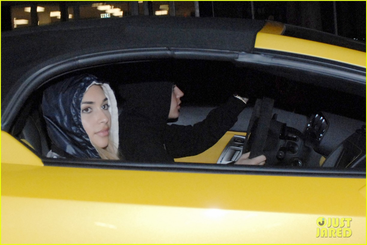 justin bieber leaves nightclub before dui arrest hops behind wheel of lambourghini photos 043038363