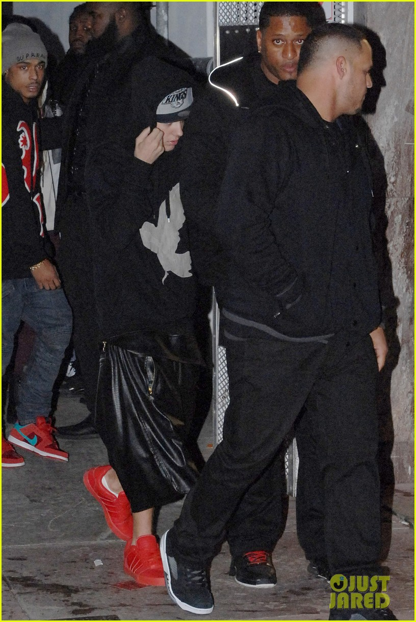 justin bieber leaves nightclub before dui arrest hops behind wheel of lambourghini photos 05