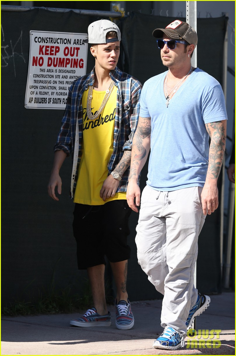 justin bieber emerges in miami after police raid controversy photos 093037889