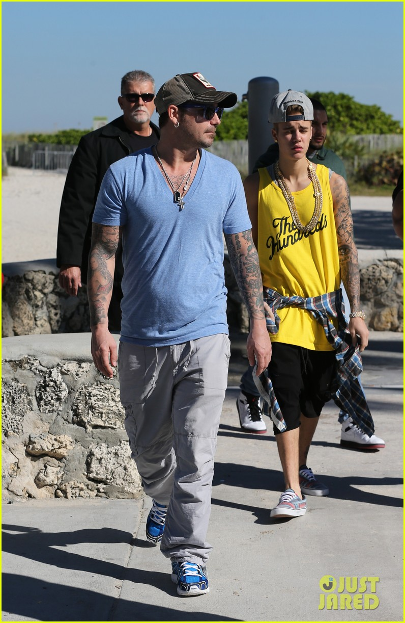 justin bieber emerges in miami after police raid controversy photos 153037895