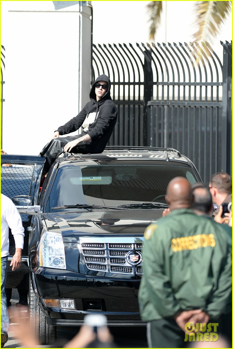 justin bieber leaves jail waves to fans after arrest 063038549