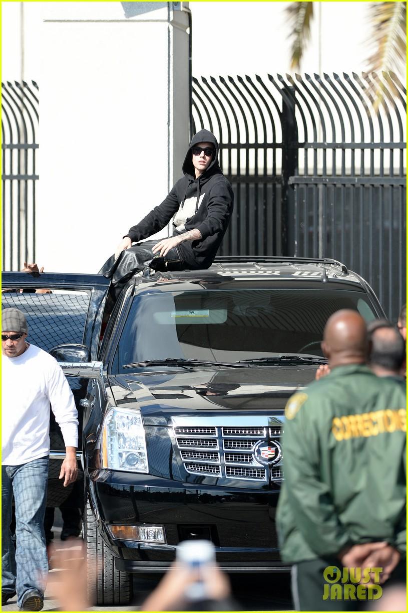 justin bieber leaves jail waves to fans after arrest 07