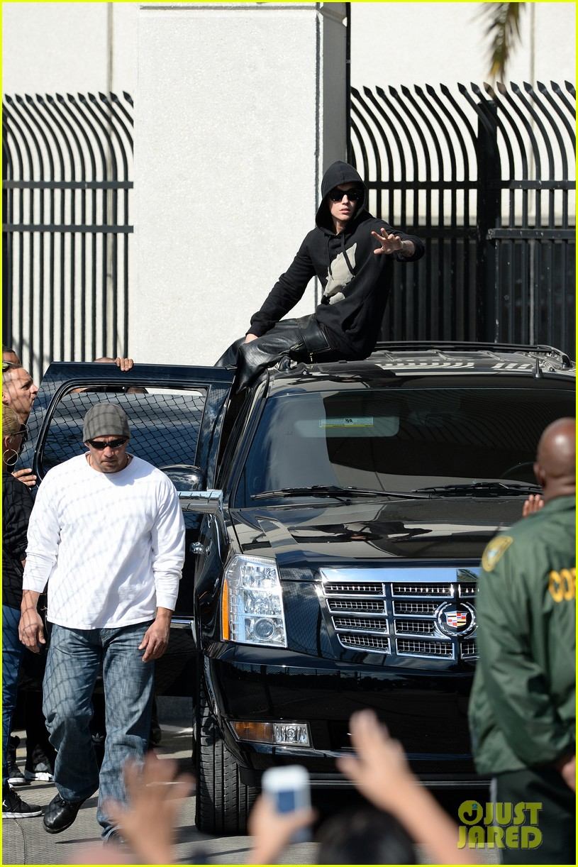 justin bieber leaves jail waves to fans after arrest 083038551