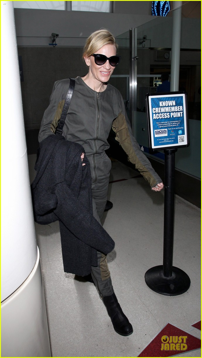 cate blanchett lax arrival after nyfcc awards ceremony 03