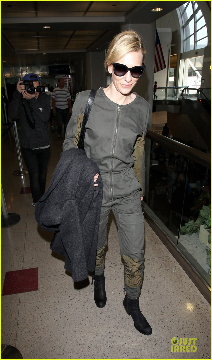cate blanchett lax arrival after nyfcc awards ceremony 14