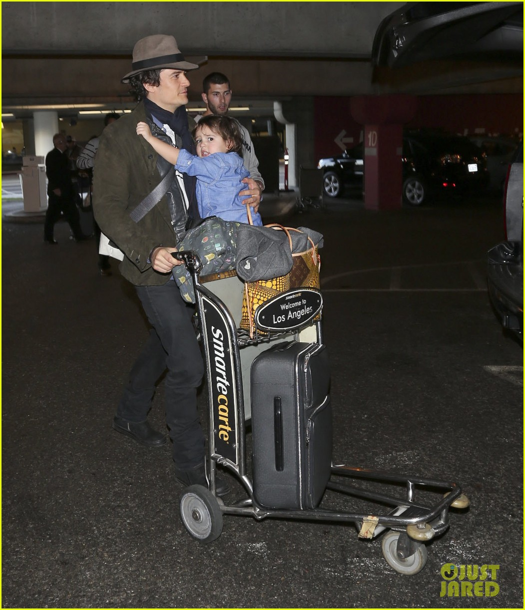 orlando bloom brings flynn to los angeles after his 3rd bday 143026685