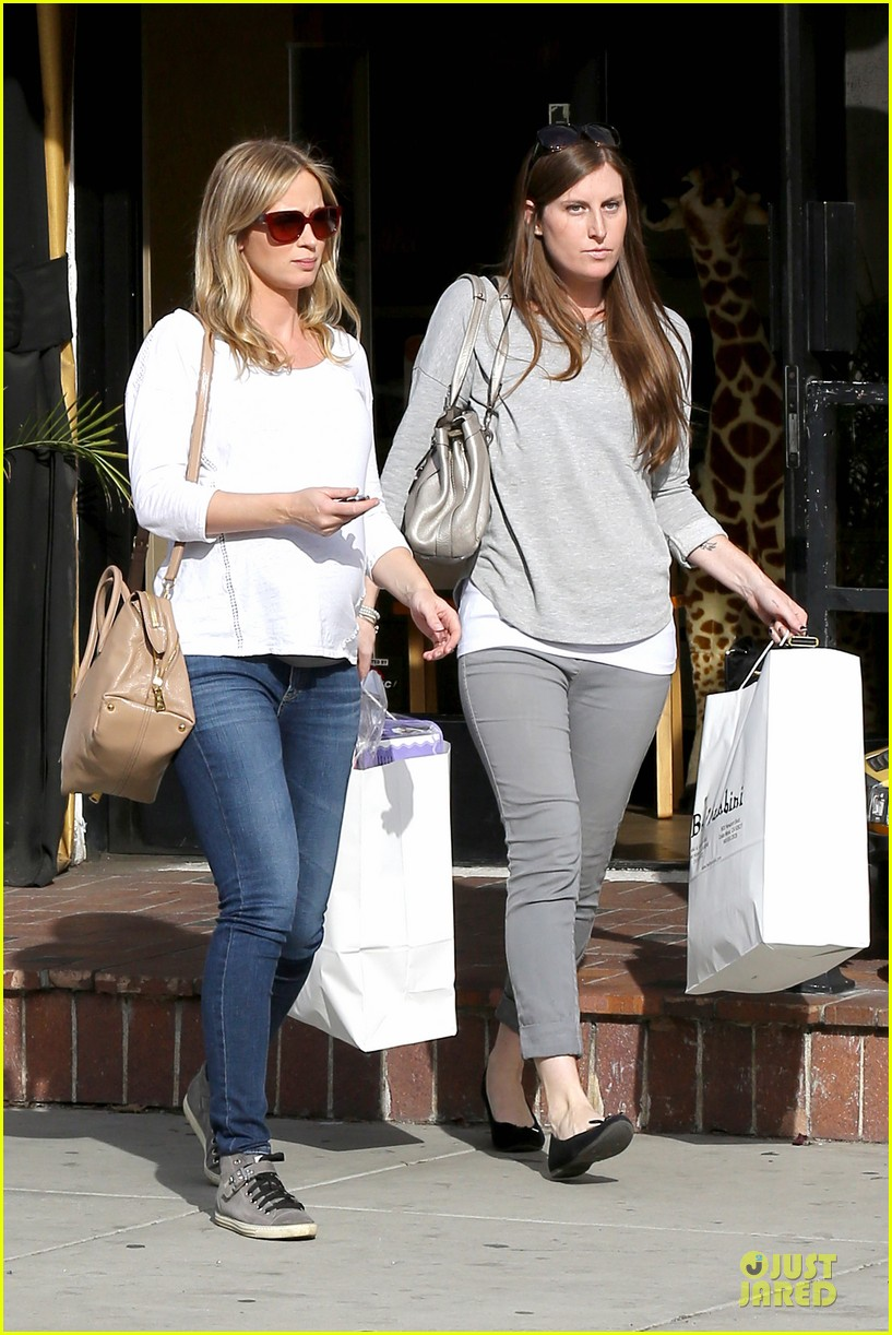 emily blunt baby shopping spree at bel bambini 033024039