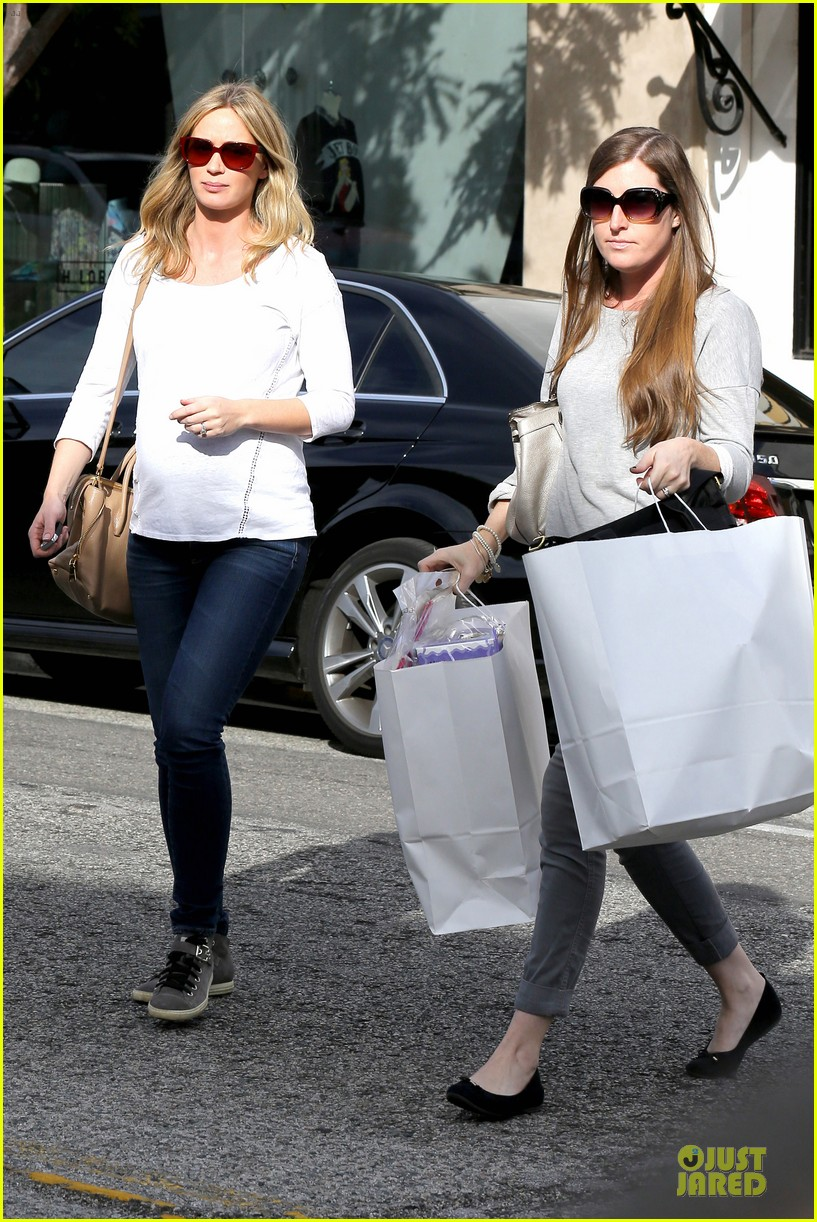 emily blunt baby shopping spree at bel bambini 113024047