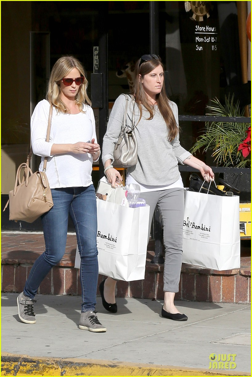 emily blunt baby shopping spree at bel bambini 123024048
