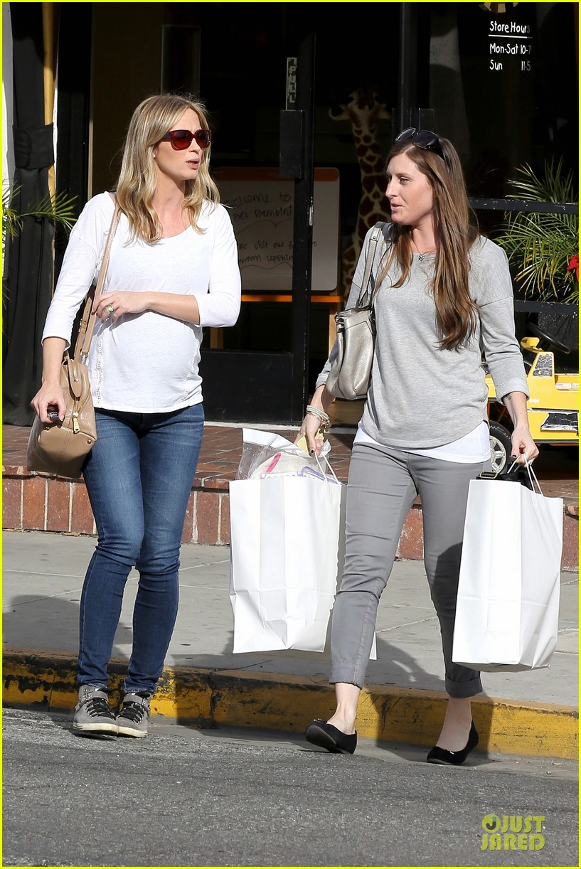 emily blunt baby shopping spree at bel bambini 133024049