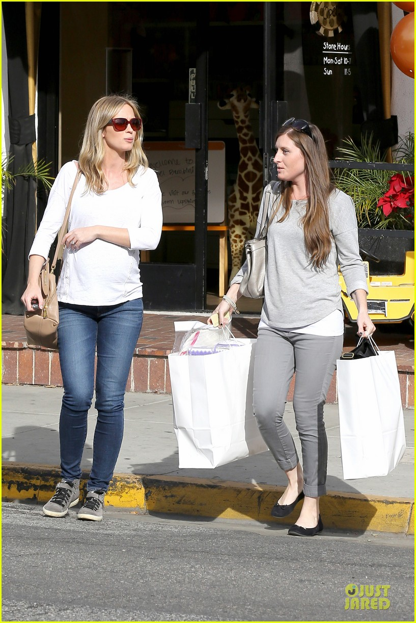 emily blunt baby shopping spree at bel bambini 153024051