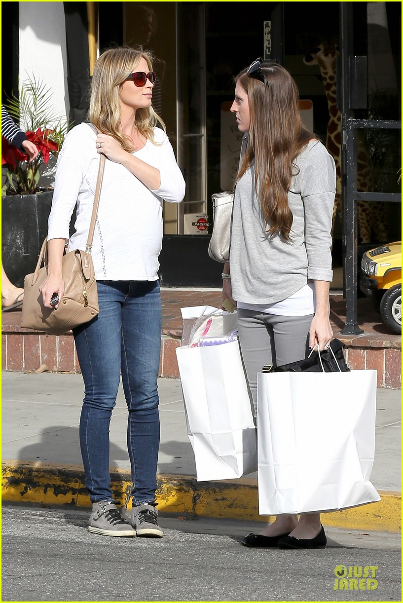 emily blunt baby shopping spree at bel bambini 173024053