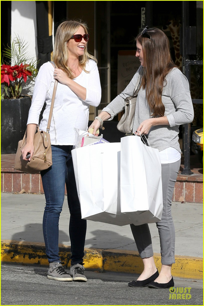 emily blunt baby shopping spree at bel bambini 19