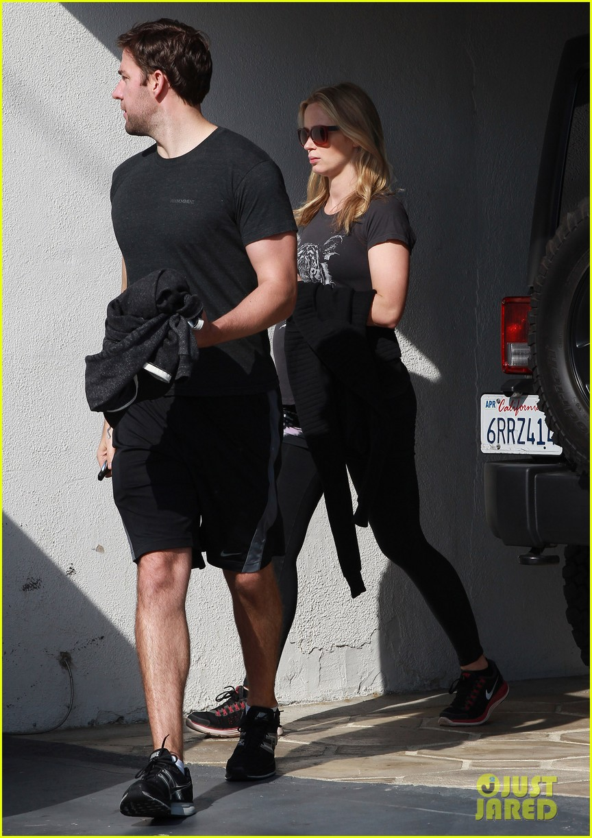 emily blunt john krasinski day date at the gym 01