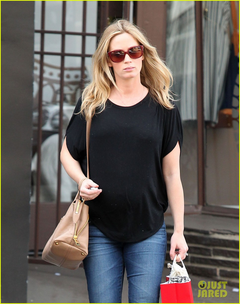 emily blunt gets in a day of pampering 02