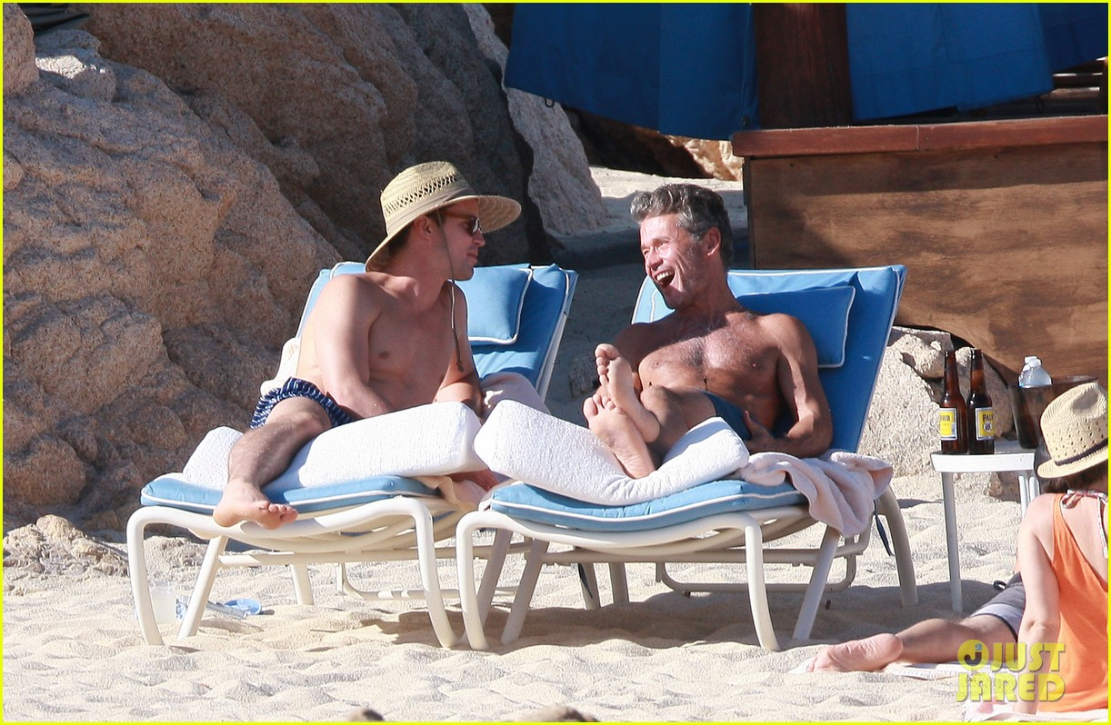 matt bomer shirtless sexy cabo vacation with simon halls 09