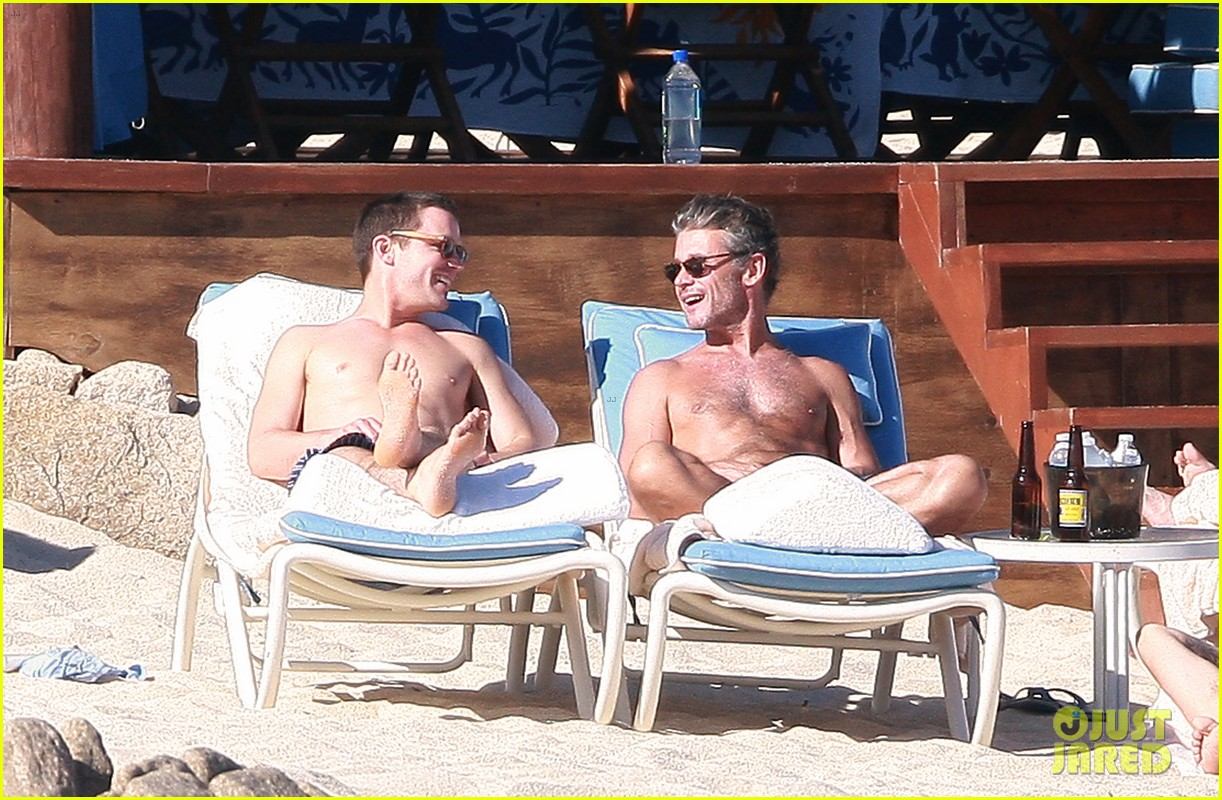 matt bomer shirtless sexy cabo vacation with simon halls 22