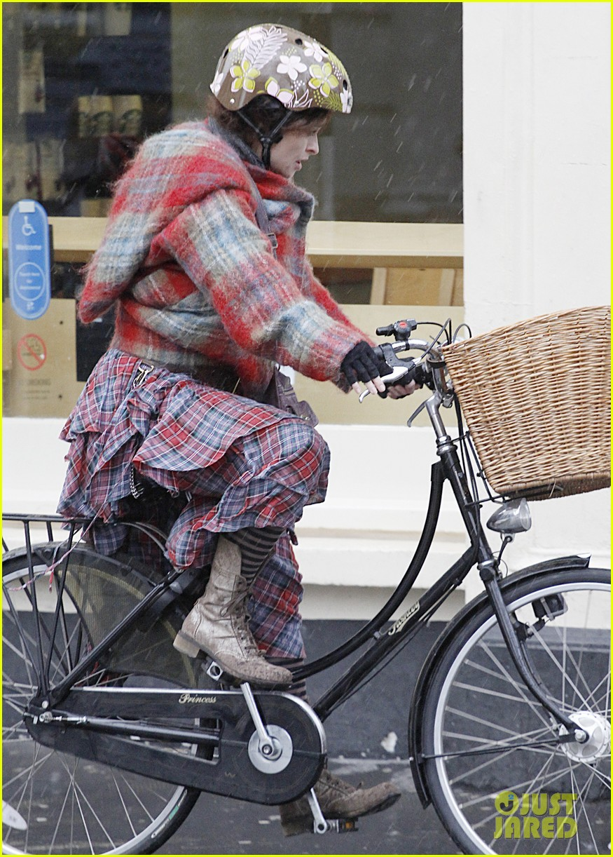 helena bonham carter bikes in the rain with son billy 013022104
