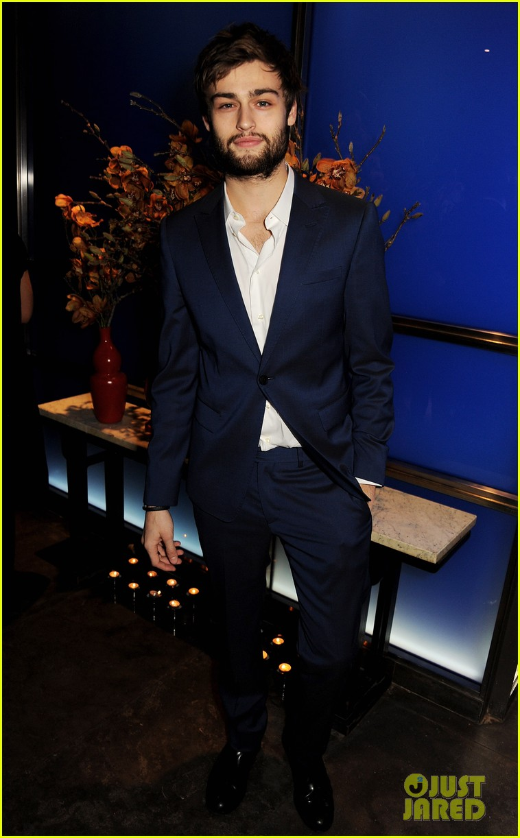 douglas booth luke evans london collections closing dinner 013026043