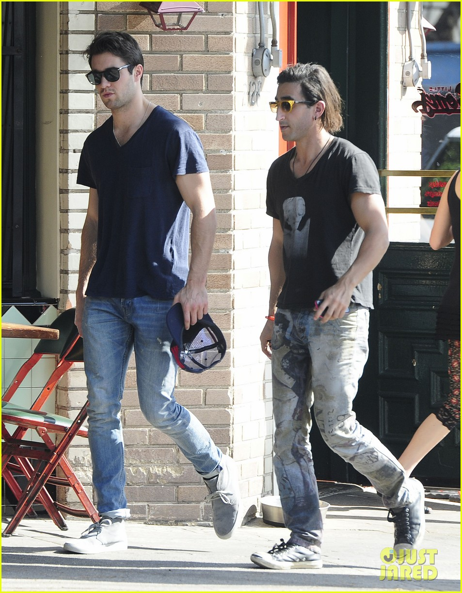 joshua bowman hangs with a pal for little doms lunch 103039403