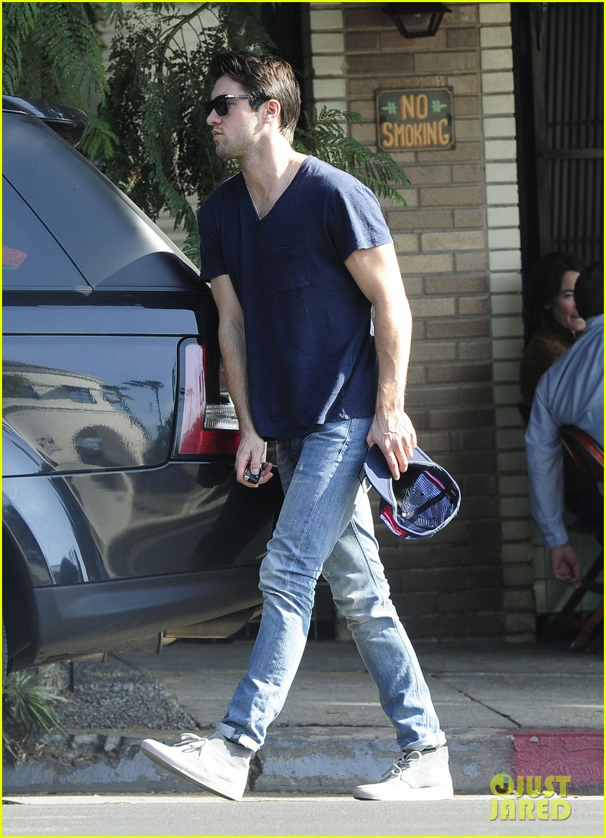 joshua bowman hangs with a pal for little doms lunch 13