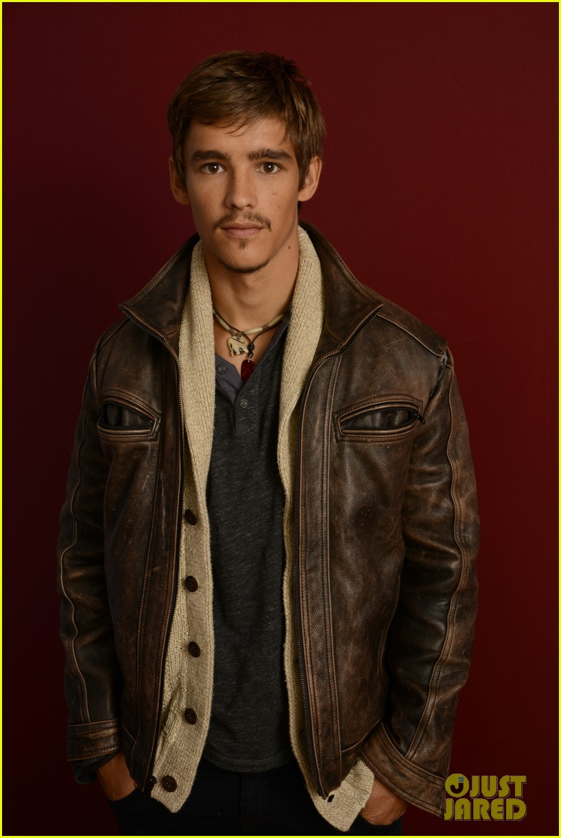 brenton thwaites the signal at sundance 15