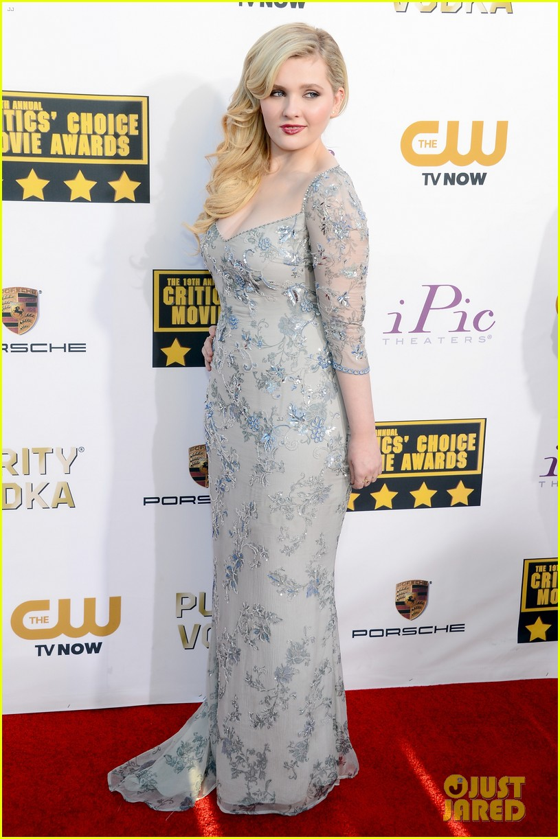 abigail breslin sophie nelisse critics choice movie awards 2014 red carpet 013032860