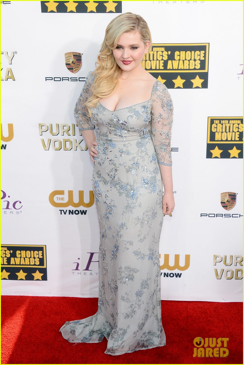 abigail breslin sophie nelisse critics choice movie awards 2014 red carpet 133032872