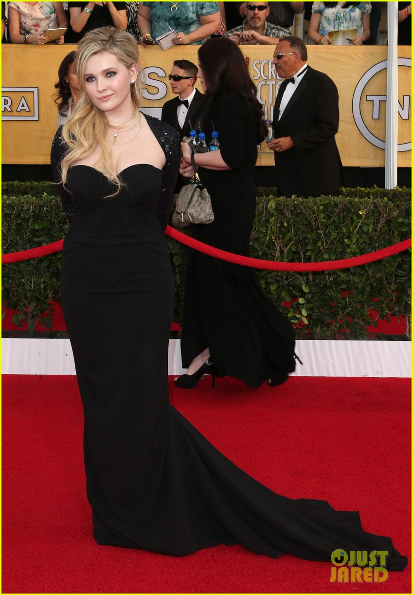 abigail breslin juliette lewis sag awards 2014 red carpet 07