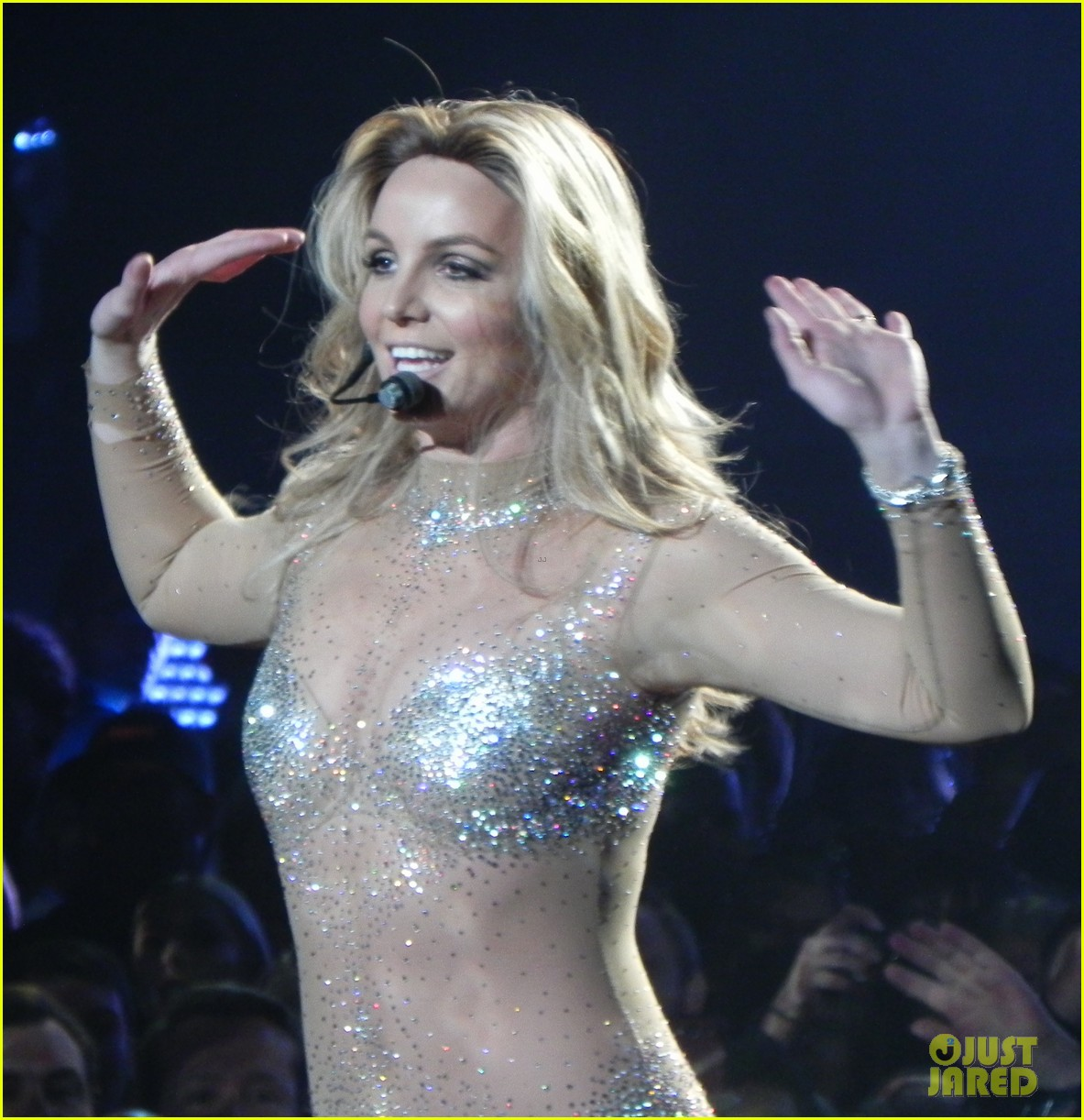 britney spears ties up boyfriend david lucado during new years eve concert 013020957