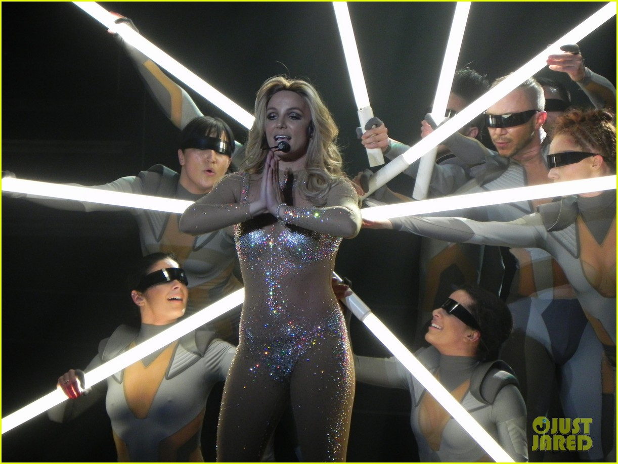 britney spears ties up boyfriend david lucado during new years eve concert 033020959