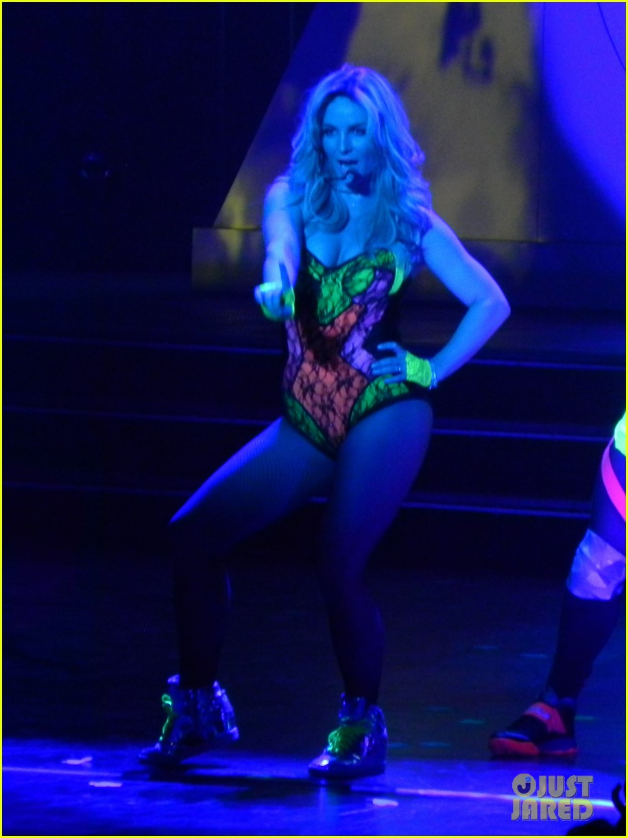 britney spears ties up boyfriend david lucado during new years eve concert 243020980