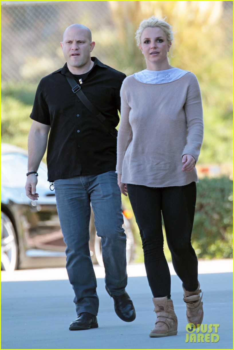 britney spears sports wedding band at jaydens game 013040604