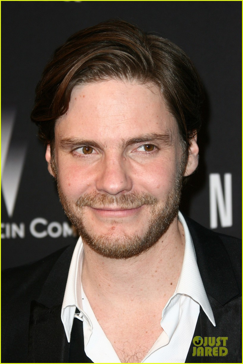 daniel bruhl jeremy irvine weinstein golden globes party 2014 093030182