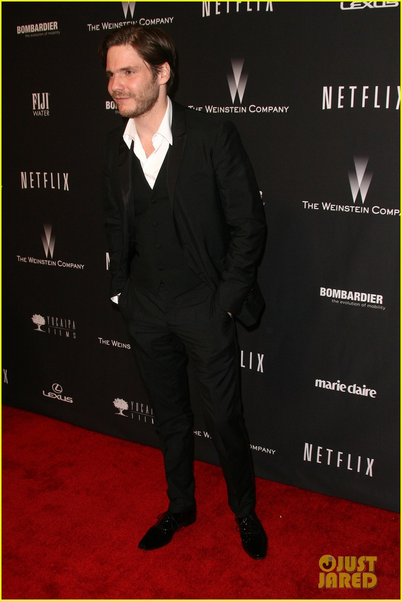 daniel bruhl jeremy irvine weinstein golden globes party 2014 103030183