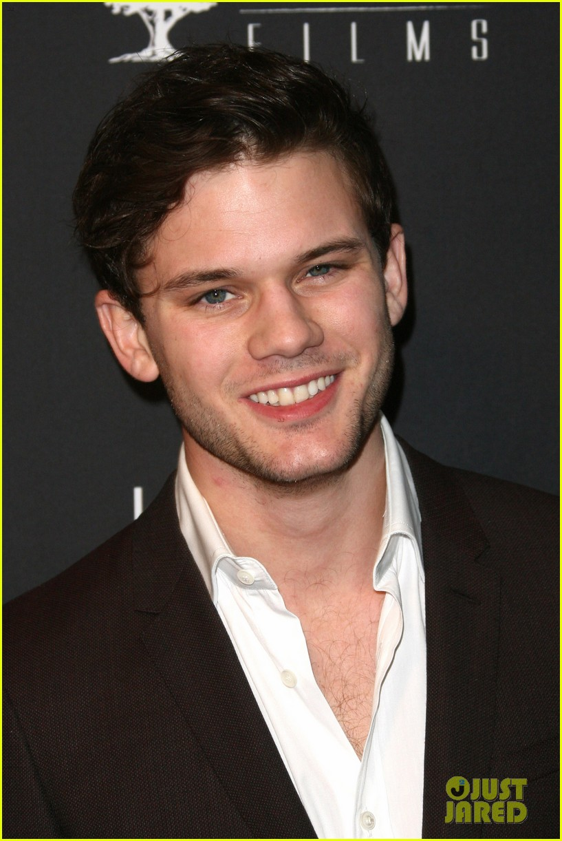 daniel bruhl jeremy irvine weinstein golden globes party 2014 113030184