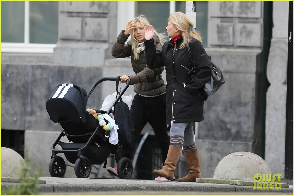 michael buble luisana lopilato amsterdam vacation with baby noah 03