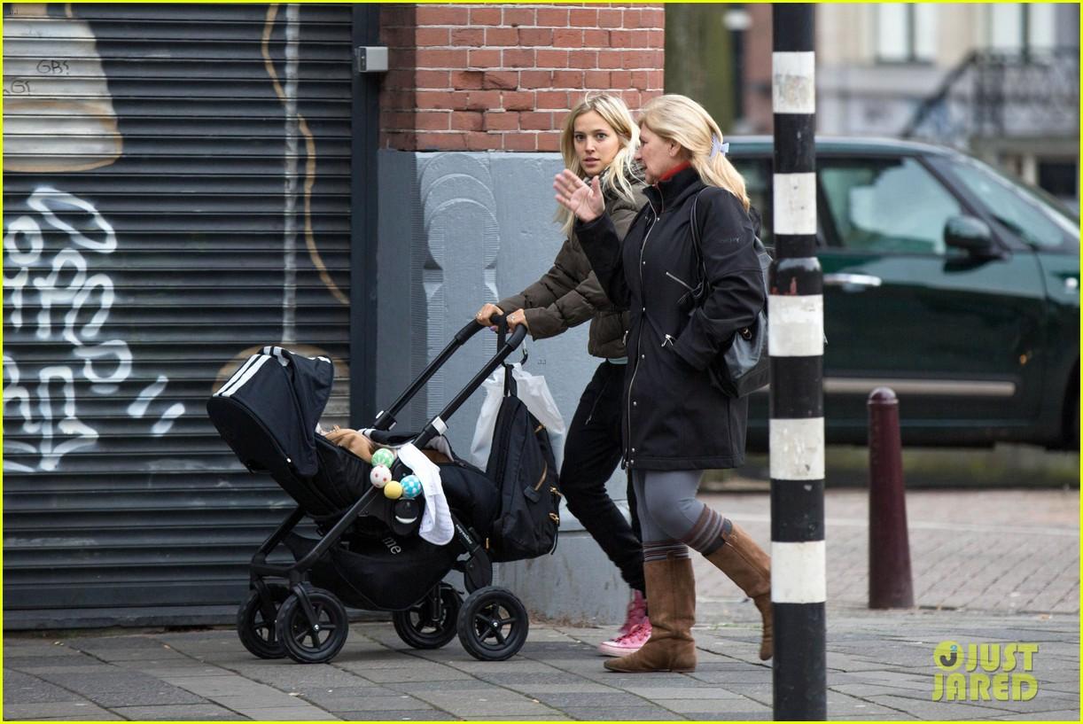 michael buble luisana lopilato amsterdam vacation with baby noah 083036917