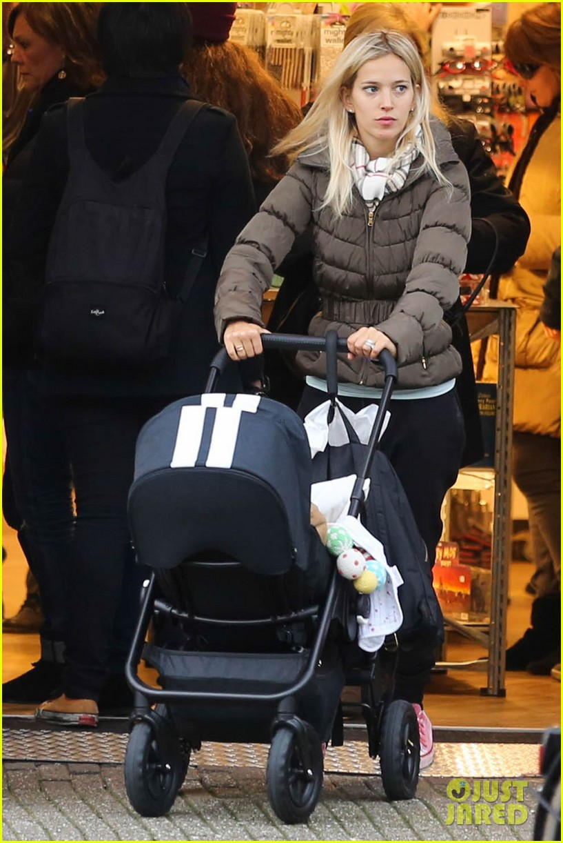 michael buble luisana lopilato amsterdam vacation with baby noah 093036918