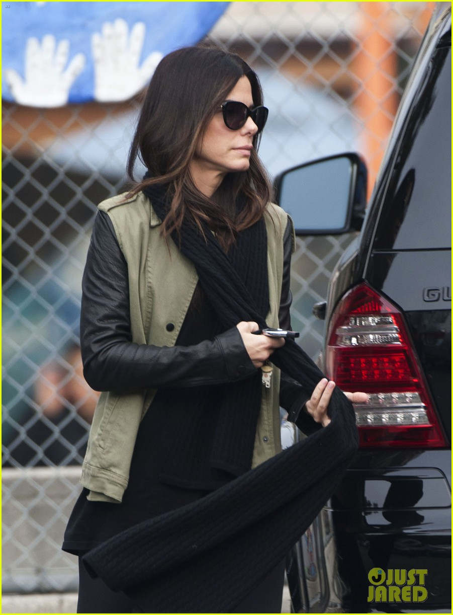 Sandra Bullock Drops Off Louis After the PCAs!: Photo
