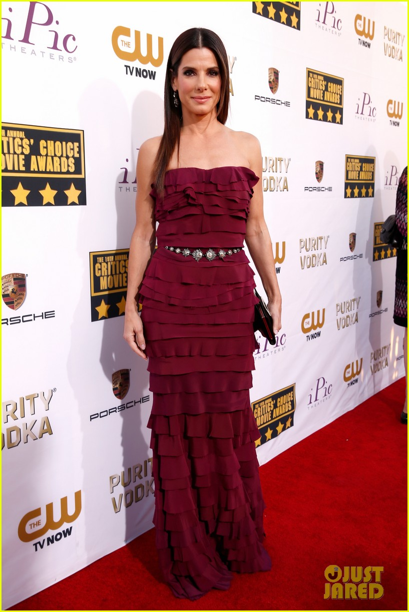 sandra bullock critics choice awards 2014 red carpet 013032956
