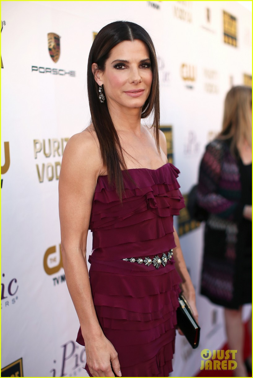 sandra bullock critics choice awards 2014 red carpet 04