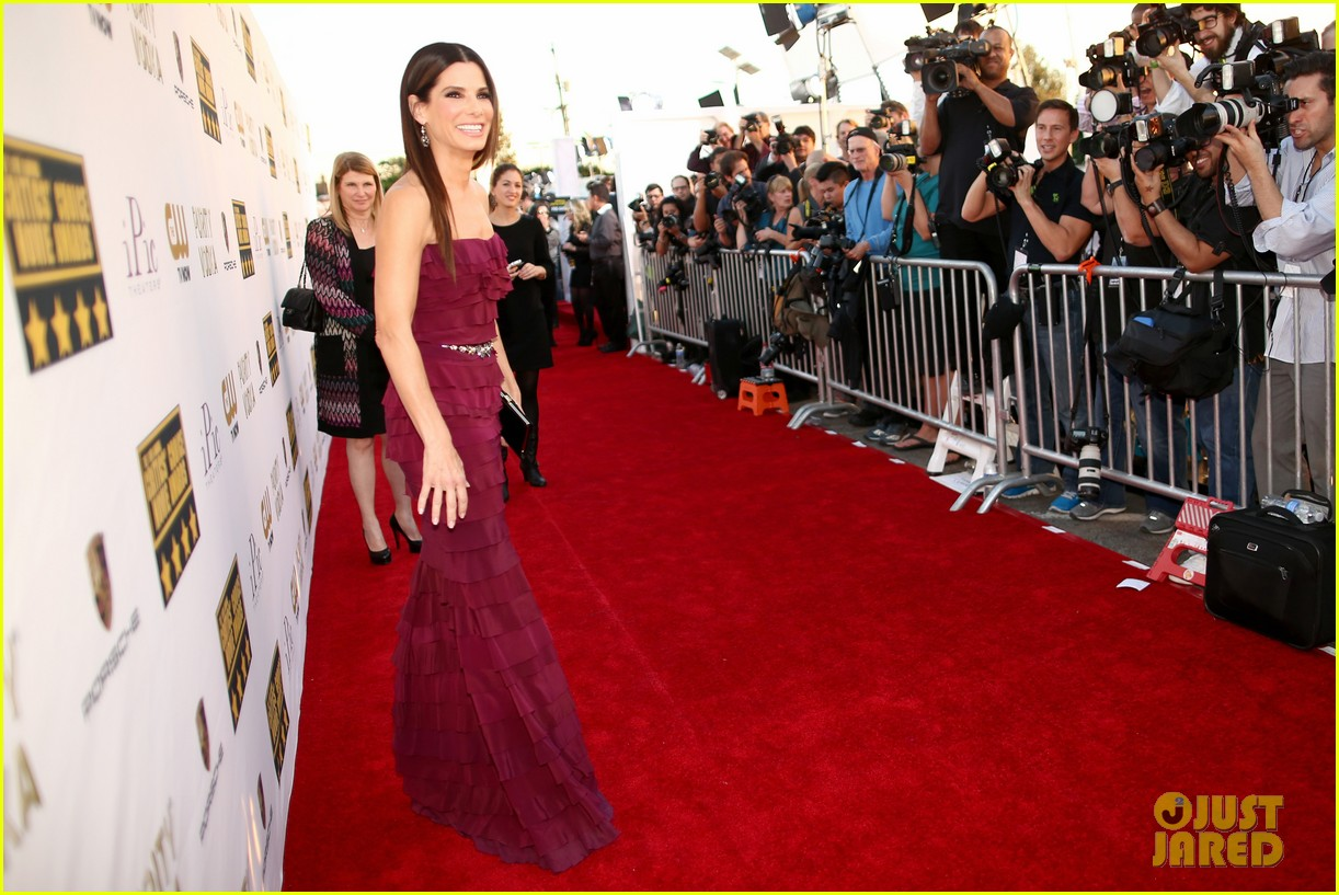 sandra bullock critics choice awards 2014 red carpet 063032961
