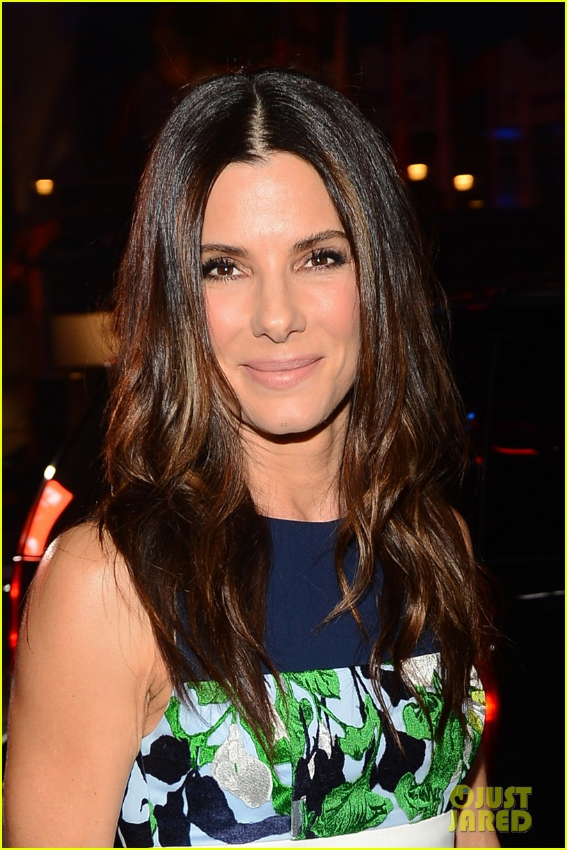 sandra bullock peoples choice awards 2014 red carpet 043025561